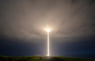 """""""Look Ma, No Hands"""" Electron Launch (Source: Sam Toms/Rocket Lab)"""